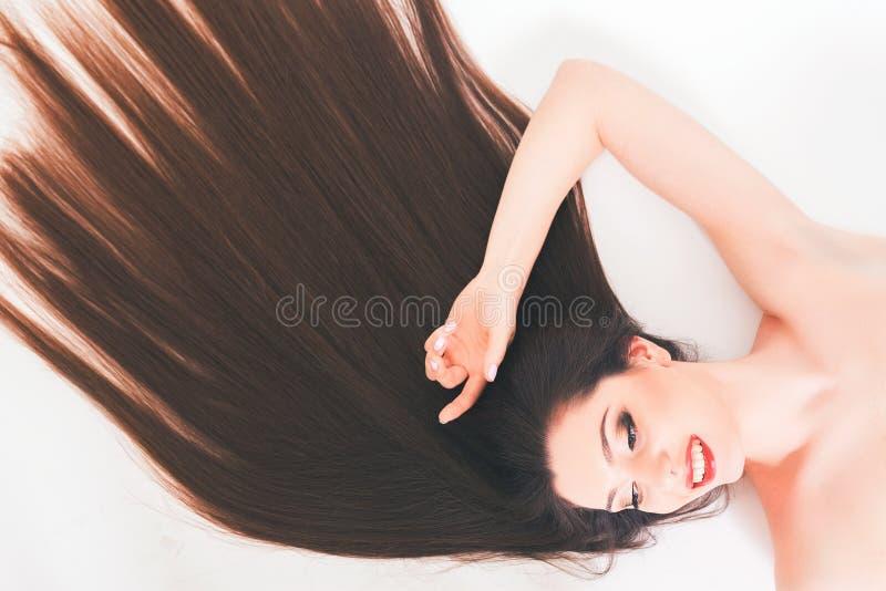 有长的头发的,构成美丽的妇女 方式 健康强的头发 免版税库存图片