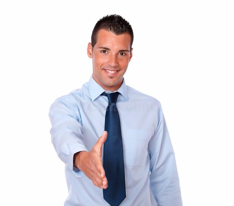 有问候姿态的英俊的年轻人 免版税库存照片