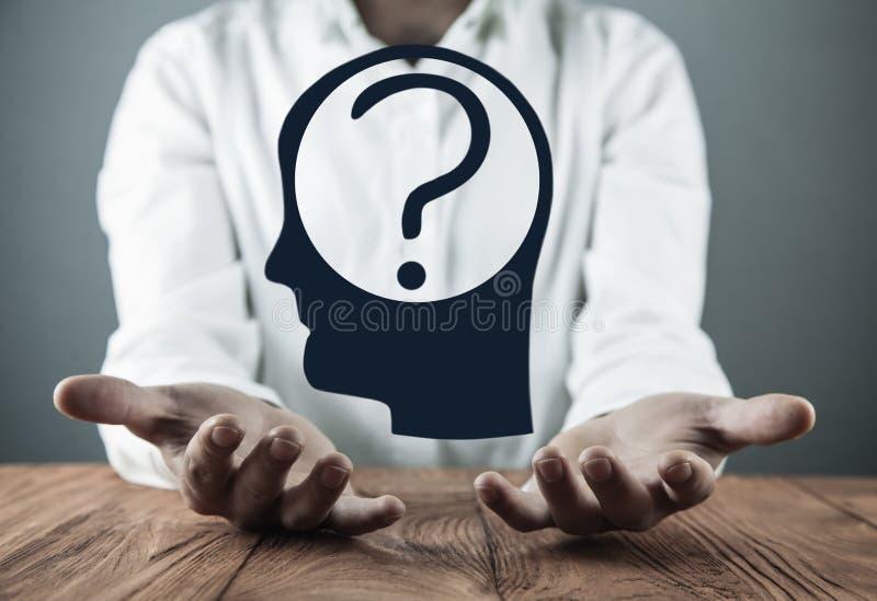 有问号的人头 心理学的概念 认为 库存例证