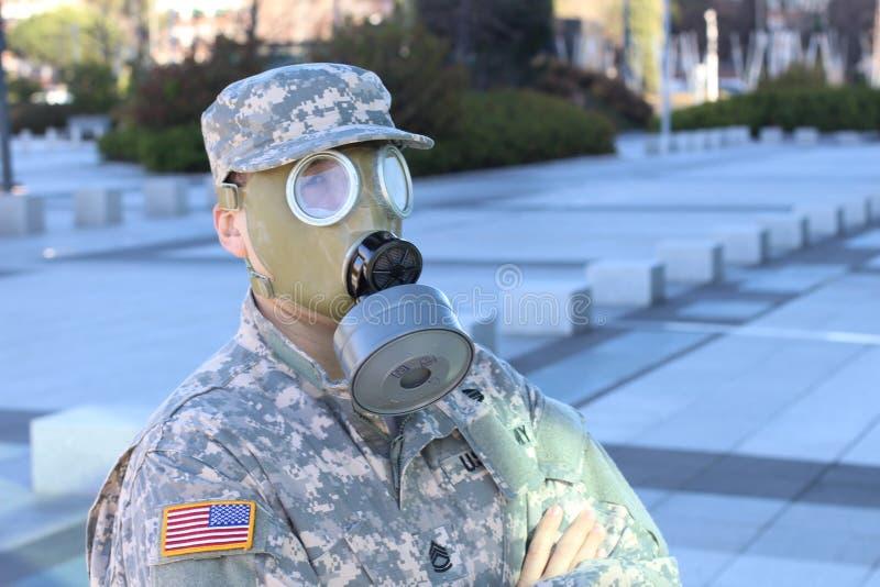 有防毒面具的军队战士 免版税库存照片