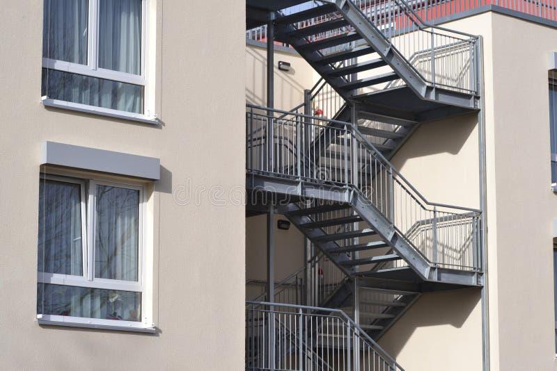 有防火梯的议院 免版税库存照片