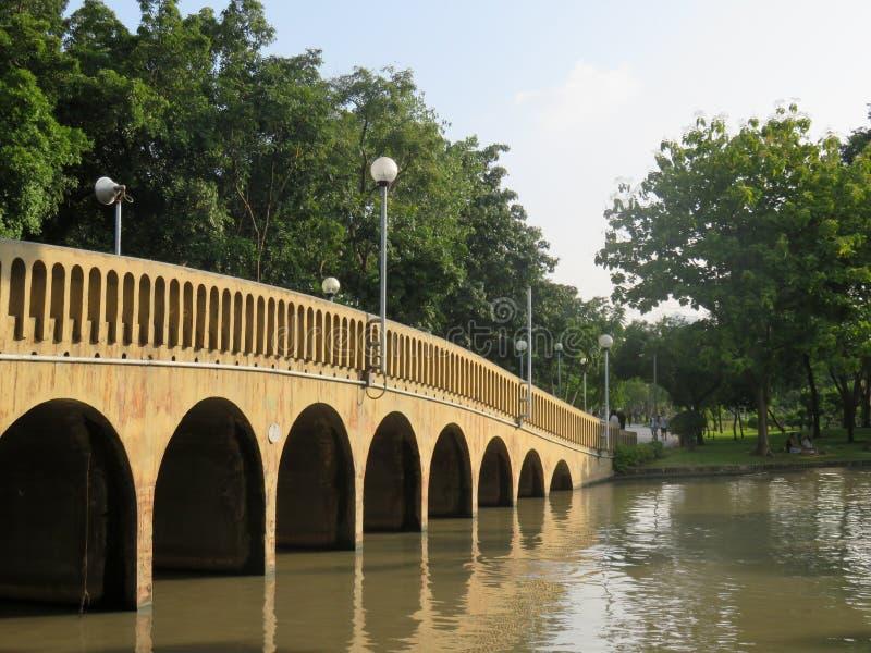 有阳光的桥梁 免版税库存图片