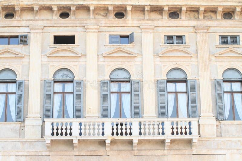 有阳台的议院在维罗纳 库存图片