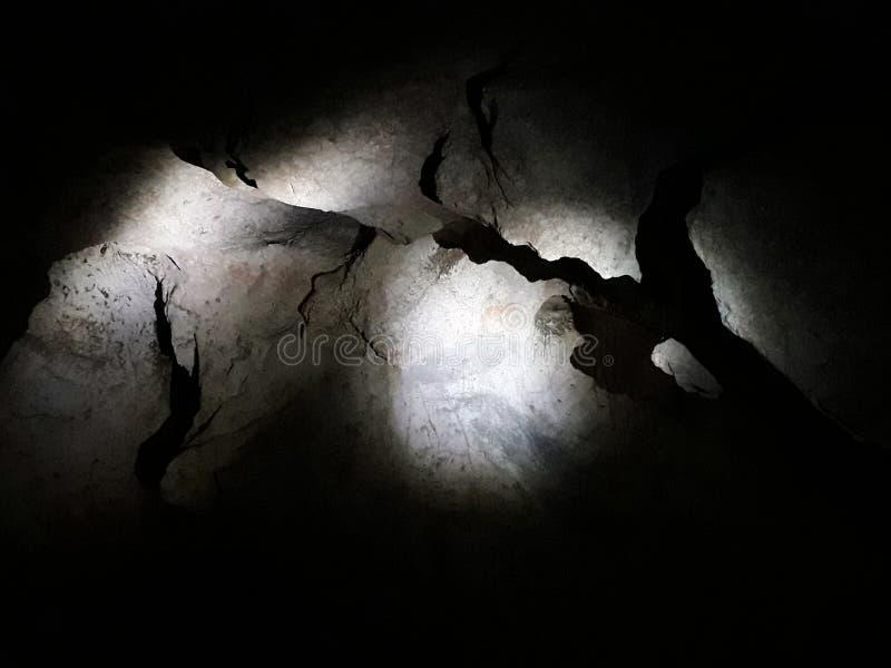 有阴影的石墙 免版税库存照片