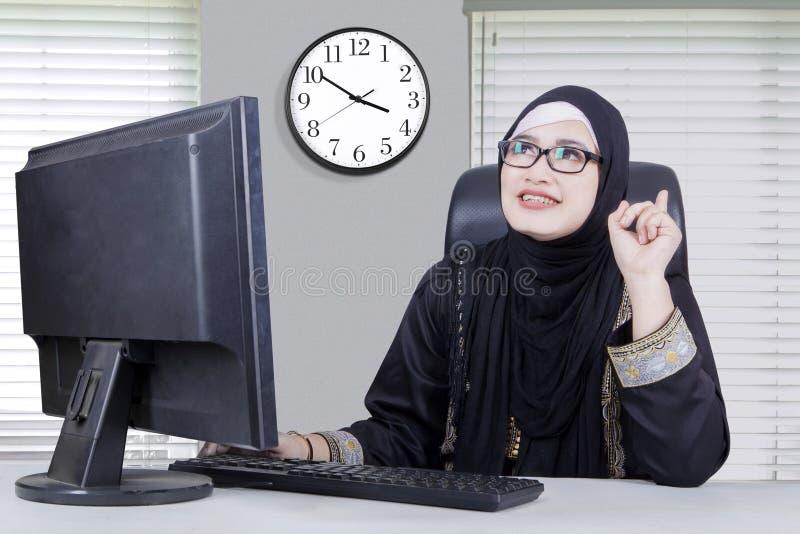 有阿拉伯的妇女想法 免版税库存图片