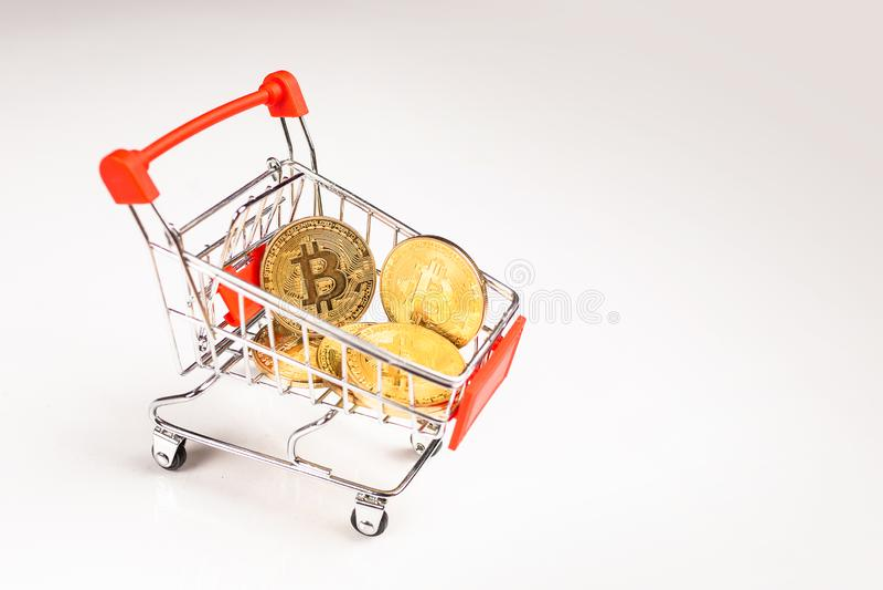 有隐藏bitcoin的手推车 库存图片