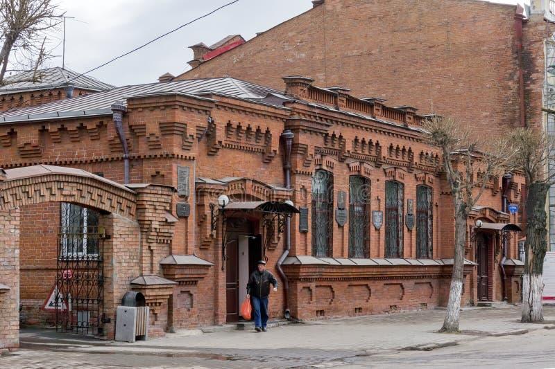 有难忘的片剂的医生社会的城市医院的历史砖瓦房在门面 在1888年修造 免版税图库摄影