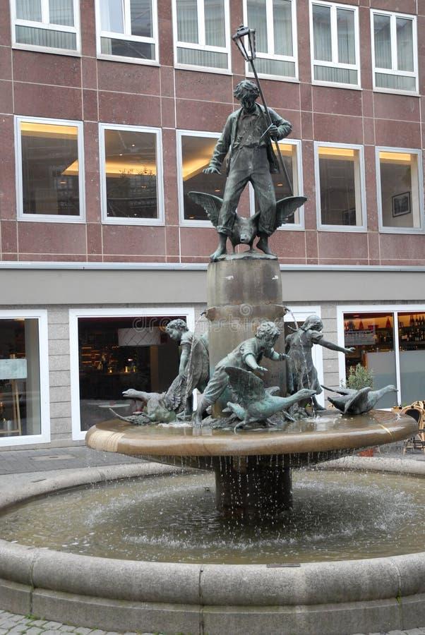 有雕象的喷泉在市波恩在德国 免版税图库摄影