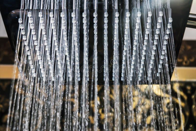 有雨喷口的淋浴喷头 免版税库存图片