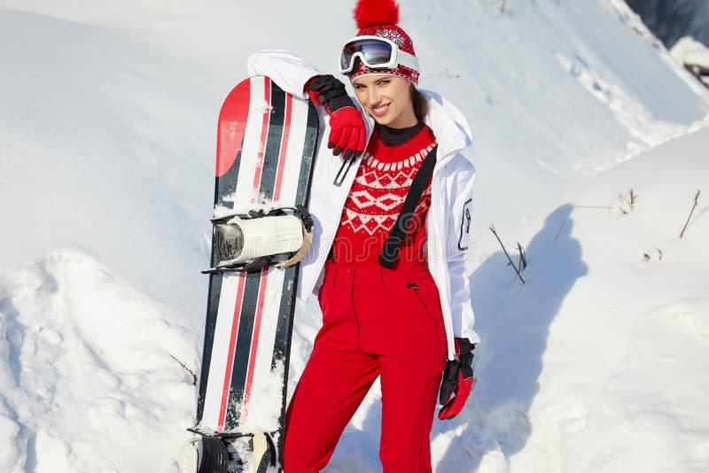 有雪板的美丽的妇女 概念查出的体育运动白色 免版税库存图片