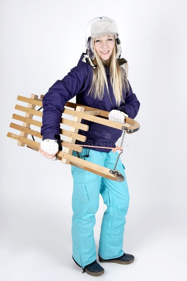 有雪橇的妇女 免版税库存照片