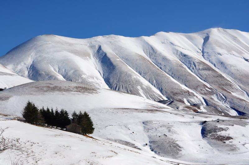 有雪的亚平宁山脉 库存照片