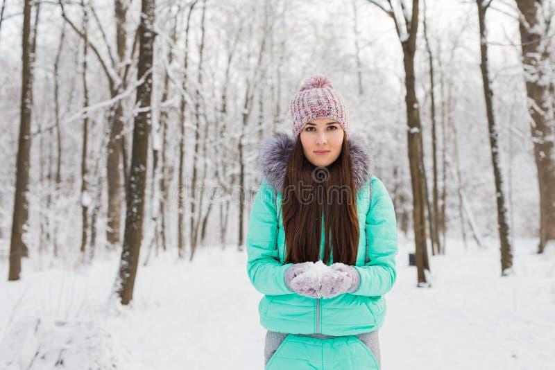 有雪的少妇 库存照片