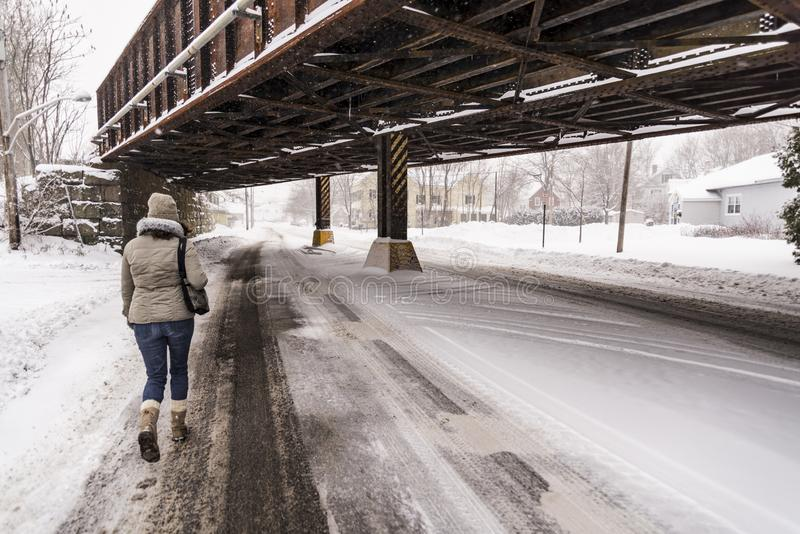 有雪的街道在Saco,缅因镇  免版税图库摄影