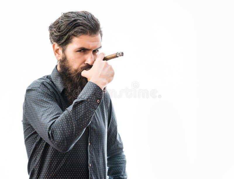 有雪茄和威士忌酒的人 免版税库存图片