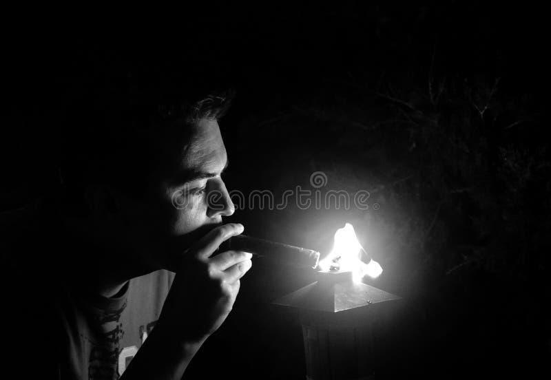 有雪茄的人 免版税库存图片