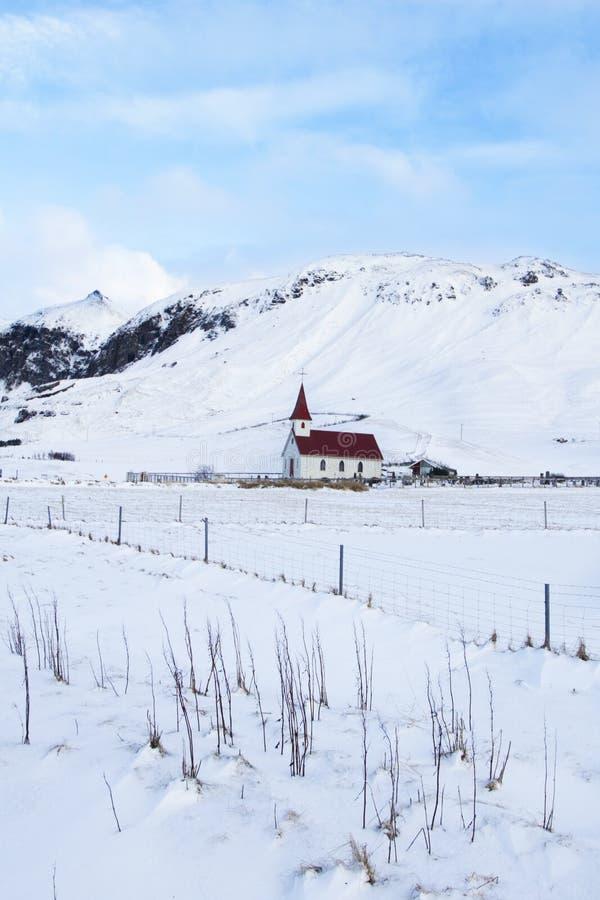 有雪风景的舒适教会 库存图片