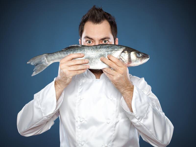 有雪鱼鱼的新男性主厨 免版税库存图片
