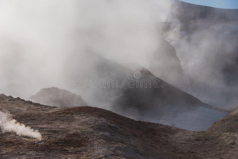 有雾的喷气孔活跃行星  免版税图库摄影