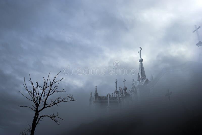 有雾的墓地 库存例证