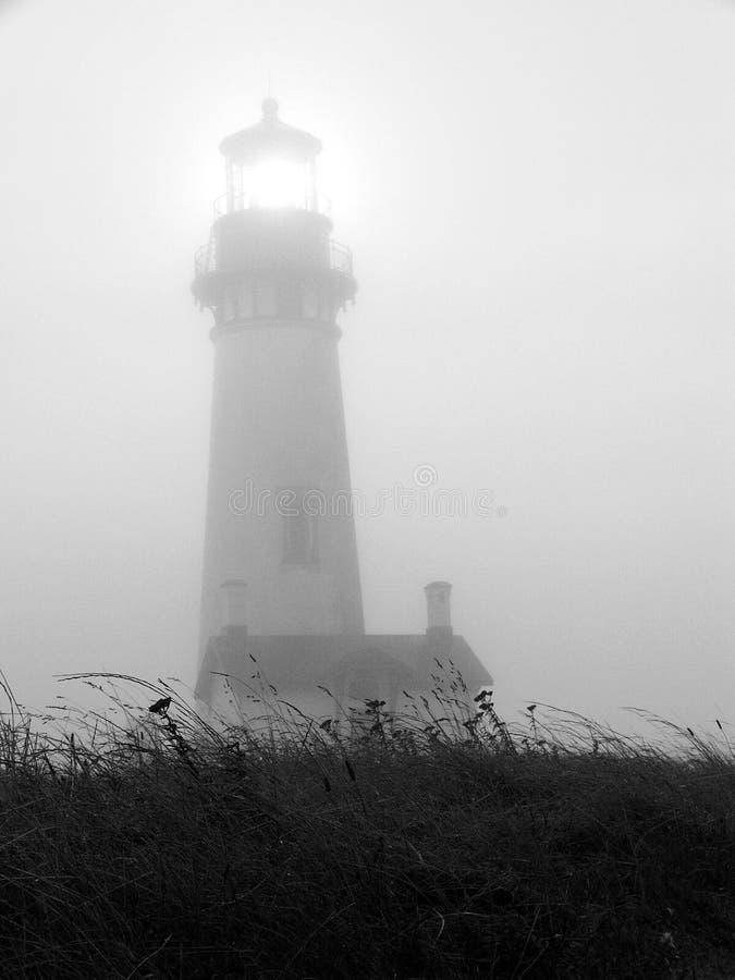 有雾的灯塔 库存图片