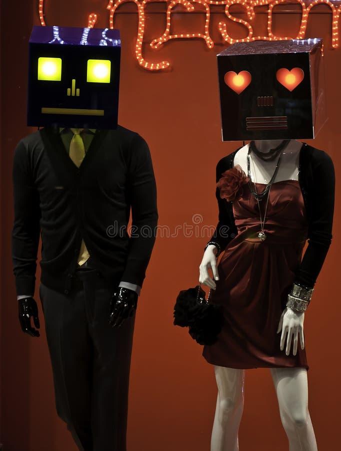 有面具的男性和女性时装模特穿戴了时兴 库存图片
