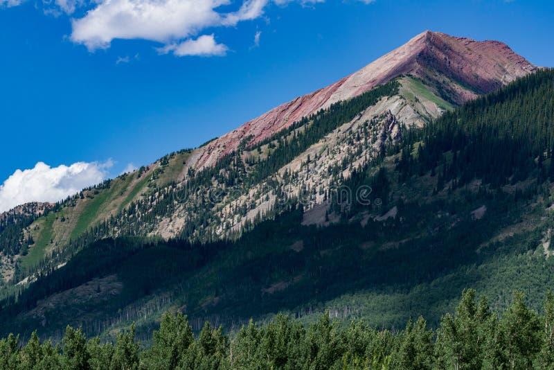 有顶饰小山科罗拉多山风景 免版税库存图片