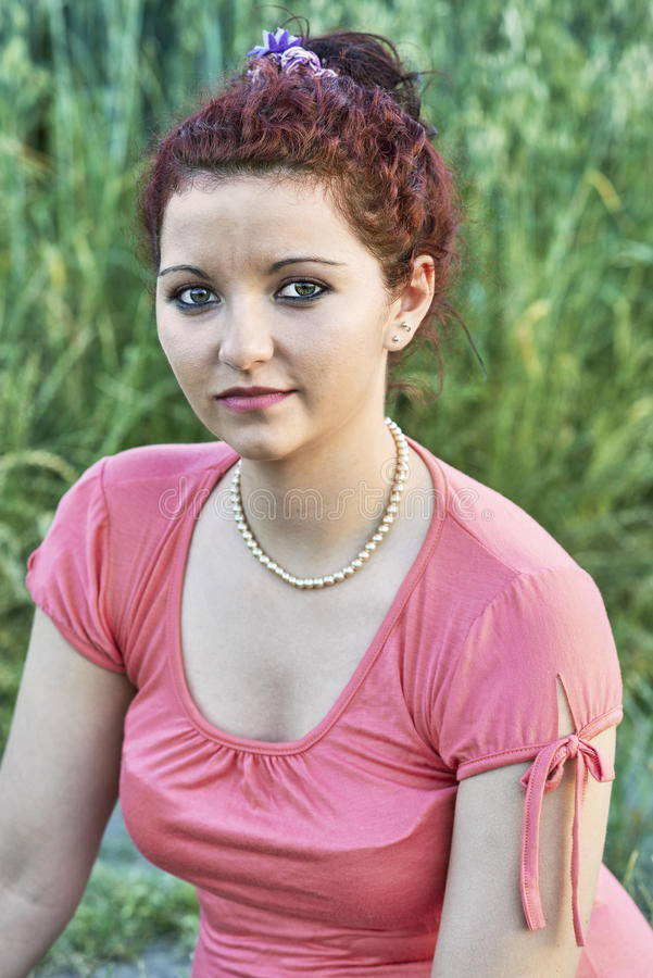 有项链的女孩 免版税图库摄影