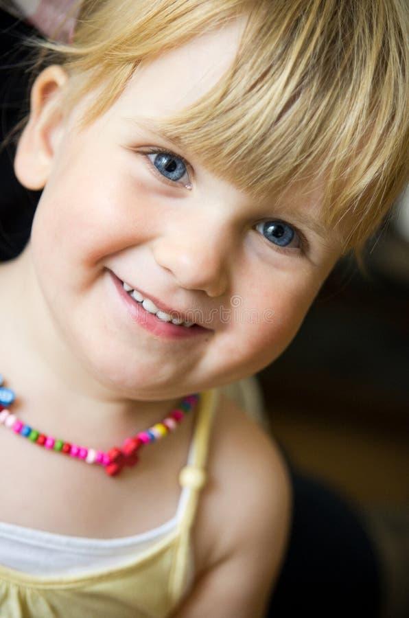 有项链的逗人喜爱的女孩 图库摄影