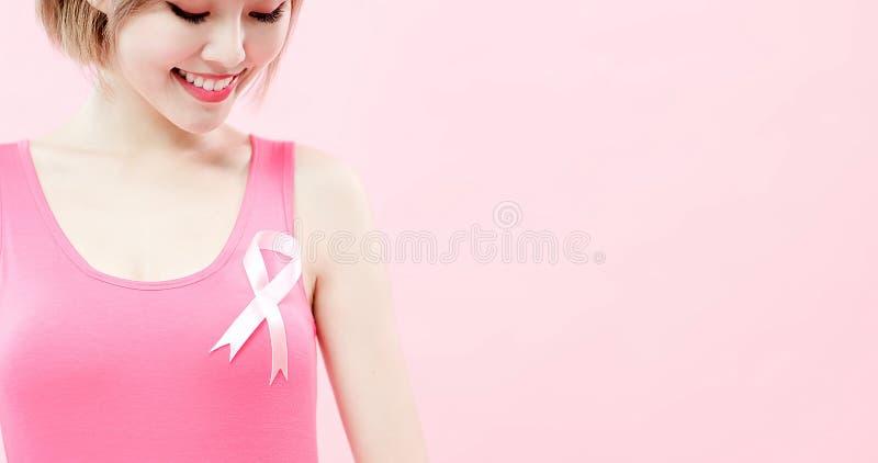 有预防乳腺癌的妇女 免版税库存图片