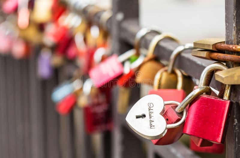 有题字`我爱你`的心形的挂锁 免版税库存照片