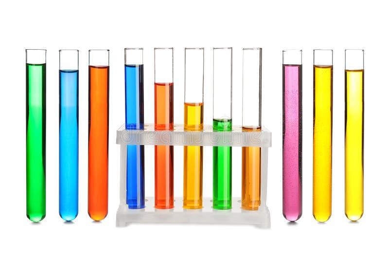 有颜色样品的实验室试验管在白色背景 免版税库存图片