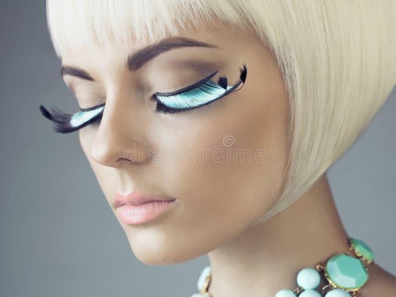 有颜色睫毛的妇女 免版税库存照片