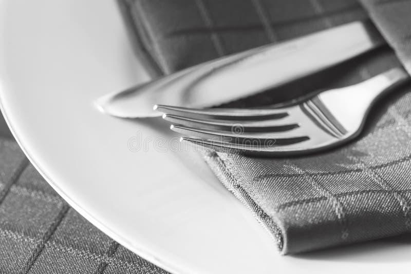有餐巾的利器 免版税图库摄影