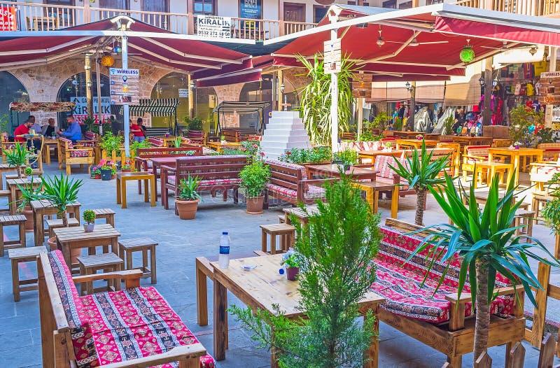 有餐馆的,安塔利亚遮荫围场 免版税库存照片