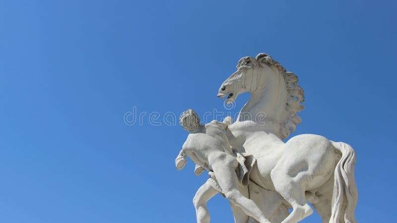有马的雕塑和艺术人 免版税库存图片