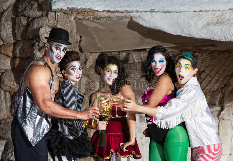 有马蒂尼鸡尾酒的Cirque小丑 库存照片