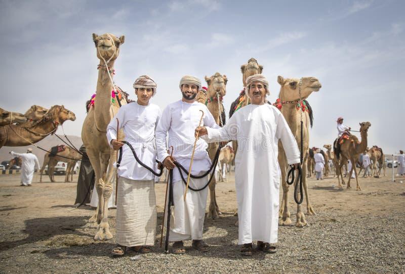 有骆驼的阿曼人在种族以后 免版税库存图片