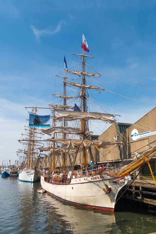 有高船欧罗巴的斯海弗宁恩港口在参观期间风帆事件从高船的 图库摄影