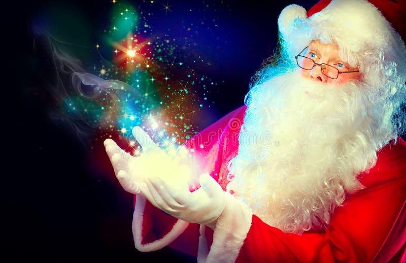 有魔术的圣诞老人在他的手上 免版税库存图片