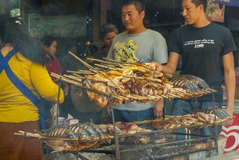 有鱼和肉的BBQ餐馆 免版税库存照片