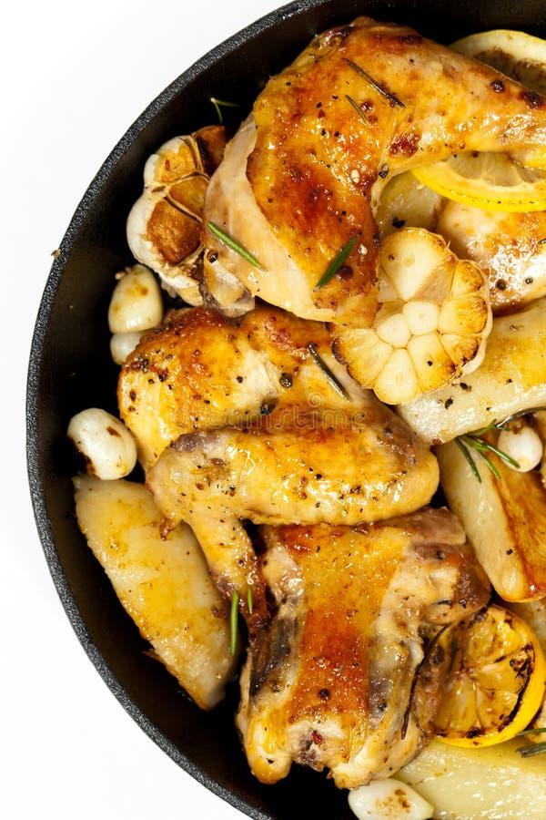 Download 有鸡的煎锅 库存照片. 图片 包括有 胸骨, 嘎吱咬嚼, 烹调, 叉子, 家禽, 重点, 投反对票, 健康 - 59103806