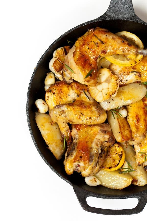 Download 有鸡的煎锅 库存图片. 图片 包括有 准备好, 干胡椒, 膳食, 家禽, 大蒜, 健康, 柠檬, 草本, 烹调 - 59103821