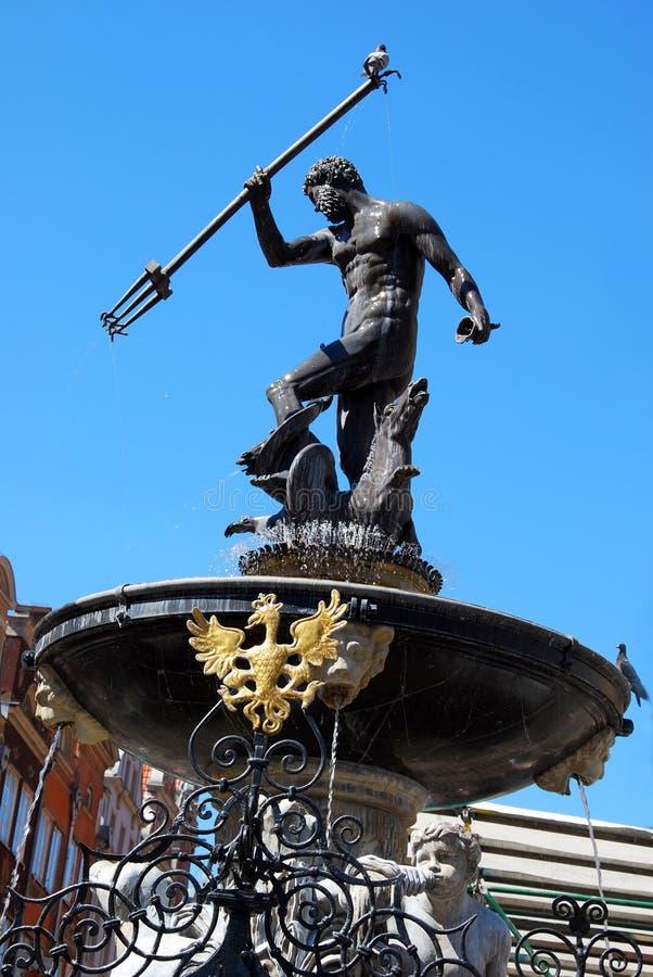 有鸽子的海王星喷泉在三叉戟在格但斯克 免版税库存照片