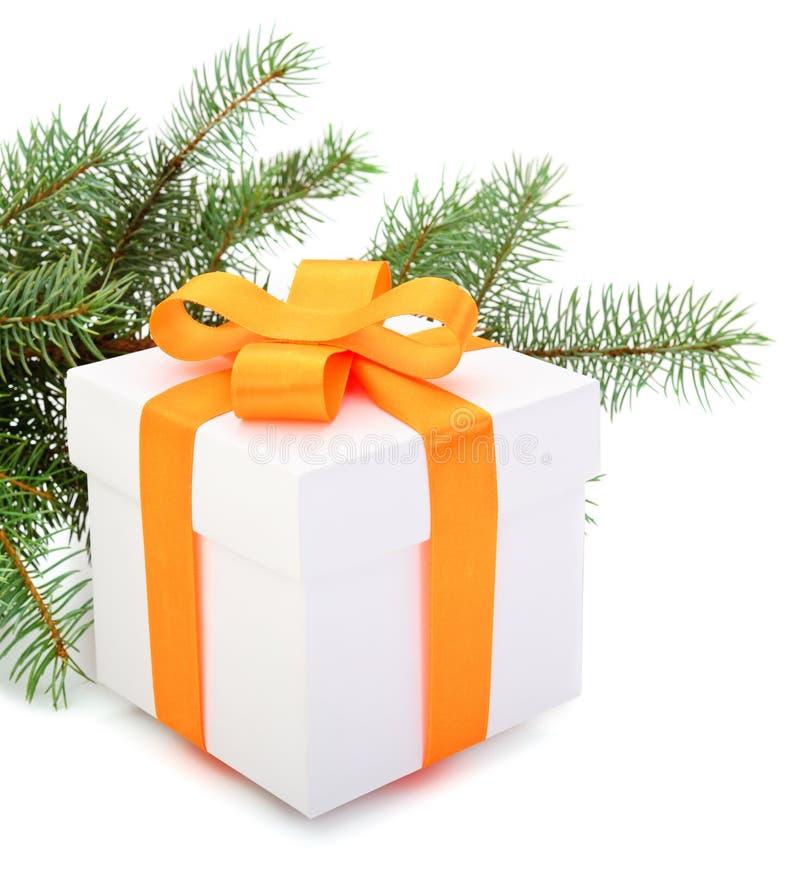 有黄色丝带的白色礼物盒 免版税图库摄影