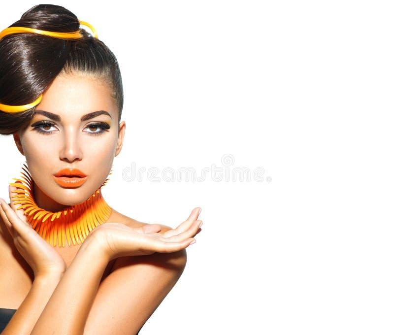 有黄色和橙色构成的时装模特儿女孩 免版税库存图片