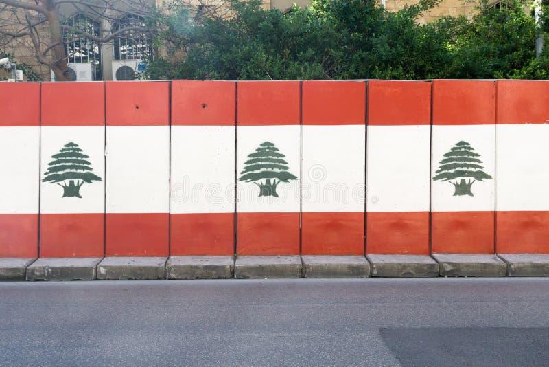 有黎巴嫩旗子grafiti的墙壁在hamra的在贝鲁特在黎巴嫩2月32日 免版税库存照片