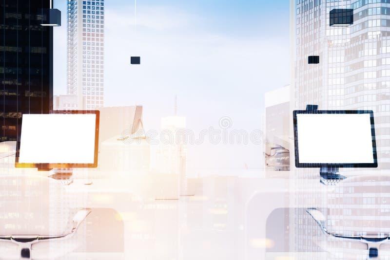 有黑屏的,被定调子的办公室两台计算机 皇族释放例证
