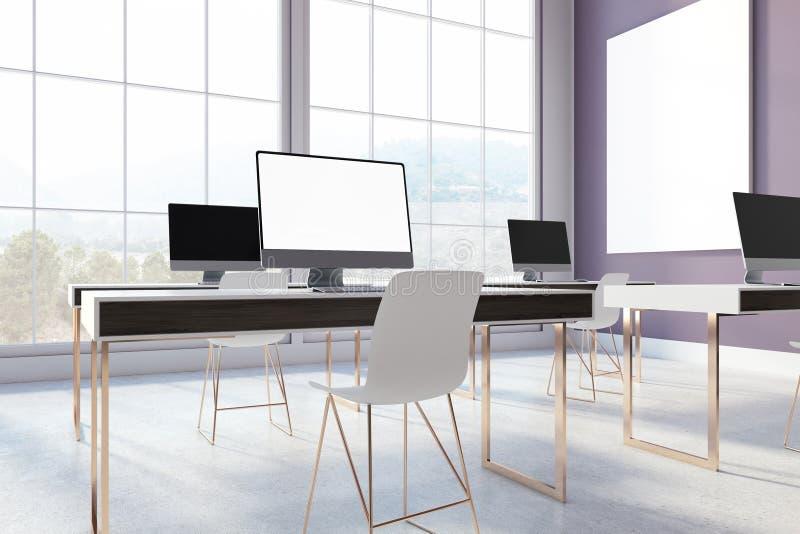有黑屏计算机的紫色办公室 皇族释放例证