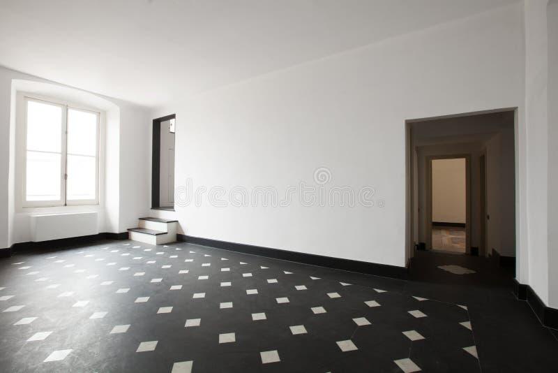 有黑白瓦片的空的室 免版税图库摄影